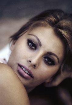 sinatrra:  Sophia Loren by Willy Rizzo, 1963