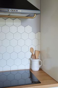 Kitchen Backsplash with 2 Different Tiles . Kitchen Backsplash with 2 Different Tiles . Marble Hexagon Tiles In the Kitchen with Plant Wall Kitchen Inspirations, Home Decor Kitchen, Honeycomb Tiles Kitchen, Patchwork Kitchen, Kitchen Wall Tiles, Kitchen Room, Hexagon Tile Backsplash Kitchen, Hexagon Tile Kitchen, Tile Backsplash