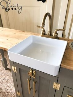 Free plans to build this DIY Play Kitchen! This is a larger kitchen than you can find in stores so it is perfect for big kids and will grow with toddlers! Diy Play Kitchen, Kitchen Sets For Kids, Toy Kitchen Set, Play Kitchens, Farmhouse Sink Kitchen, Wooden Kitchen, Kids Sink, Ikea Kitchen Remodel, Kids Furniture