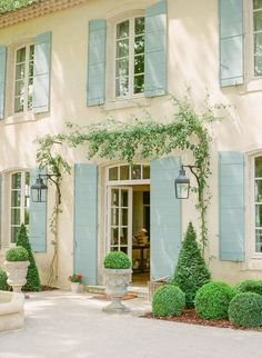Peter's First Summer in Provence French Country Exterior, French Country Cottage, French Country Style, Country Home Exteriors, Country Homes, French Country Decorating, Cottage Style, Farmhouse Style, Casas Country