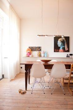 Esszimmer: Alter Esstisch, neue Stühle, Kunst und Kinder