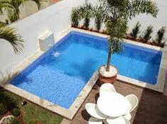 Resultado de imagem para area de lazer com piscina em pequenos espacos vasos na volta da piscina