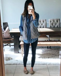 Fancy Work Outfits Ideas With Black Leggings To Copy Right 35 Best Winter . Leggings Outfit Winter, Legging Outfits, How To Wear Leggings, Leggings Fashion, Fashion Boots, Fashion Clothes, Clothes Women, Fashion Dresses, Black Women Fashion