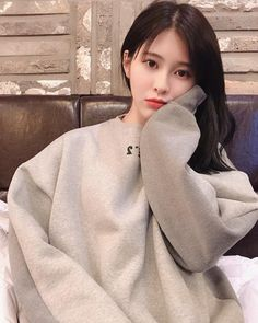 Yebin DIA ❤ 181221 K Pop, Yebin Dia, Jung Chaeyeon, U Kiss, Cosmic Girls, Kpop Girls, Amazing, Girl Group, Photo And Video