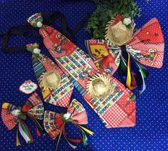 Kit contendo 1 gravata p, 1 gravata G, 2 presilhas lacinhos e uma tiara laçao.  Cores: vermelha,azul ou verde