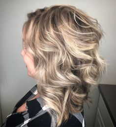 Sassy new bob with a full head of highlights and lowlights f Blonde Hair Extensions Before And After, Hair Highlights And Lowlights, Short Hair Ponytail, Natural Hair Styles, Short Hair Styles, Blonde Hair Makeup, Low Lights Hair, Wavy Bobs, Medium Hair Cuts