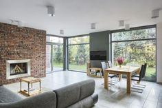 salon, duże okna, jadalnia, kominek