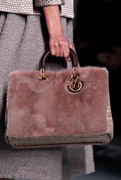 Christian Dior Fall 2012 Ready-to-Wear Collection Photos - Vogue Cute Handbags, Dior Handbags, Best Handbags, Purses And Handbags, Leather Handbags, Lady Dior, Christian Dior, Mannequins, Shoe Bag