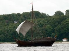 Balinger During the centuries, a class of clinker-built, oared ship, with a single mast and sail. Originating in the Bas. Fishing Vessel, Early Middle Ages, Remo, Wooden Ship, Armada, Cogs, 12th Century, Tall Ships, Fishing Boats
