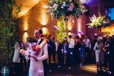 cripps barn photographer, cottswolds wedding cripps barn, cripps barn dancing