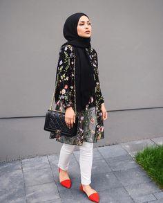 Pin by lara zawdeh on hijab outfit in 2019 lenços, look perf Islamic Fashion, Muslim Fashion, Modest Fashion, Hijab Fashionista, Casual Hijab Outfit, Hijab Chic, Ootd Hijab, Mode Outfits, Fashion Outfits