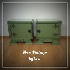 Über retro! Jaren 50 groene nachtkastjes met origineel beslag en glazen plaatjes bovenop.. Back to the 50's!! #newvintage #byDeb #musthave #retro #vintage #green