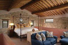Il letto in ferro battuto è generalmente associato a stanze…