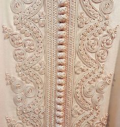 No photo description available. Zardozi Embroidery, Embroidery On Kurtis, Kurti Embroidery Design, Embroidery Motifs, Embroidery Fashion, Hand Embroidery Designs, Beaded Embroidery, Morrocan Kaftan, Moroccan Dress