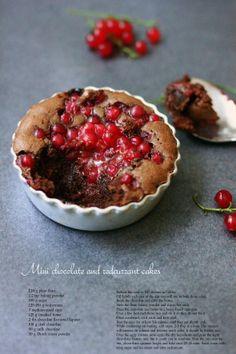 BAYADERKA- food recipes and photos. Blog kulinarny. pomysły na ciasta, desery i inne.: Mini ciasta czekoladowe z czerwona porzeczka/ Mini ch...