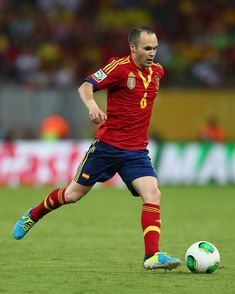 Andres Iniesta Photos - Andres Iniesta of Spain in action during the FIFA Confederations Cup Brazil 2013 Group B match between Spain and Uruguay at the Arena Pernambuco on June 2013 in Recife, Brazil. - Spain v Uruguay Best Football Players, Football Match, Fifa, Xavi Iniesta, Uefa Super Cup, Hard To Say Goodbye, Transfer Rumours, Soccer Pictures, Uefa Champions League