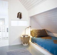 Captivating Alcove Bed Design with Slanted Wall Attic Bedroom Designs, Attic Design, Attic Rooms, Attic Spaces, Bed Design, Small Spaces, Attic Bathroom, Attic Playroom, Bathroom Plans
