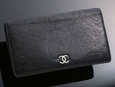 Chanel Ladies Wallet (Pre-owned Women's Camellia Genuine Black Leather Long Wallet)