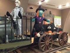 Fantômes ferroviaires / Railway Ghosts #exporail #musée #museum #trains #tramways #streetcars #familyactivities #Halloween Trains, Family Activities, Halloween, Darth Vader, Painting, Fictional Characters, Gaming, Painting Art, Paintings