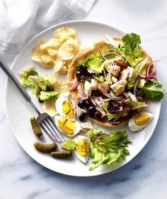 Get the recipe for Open-Face Tuna Niçoise Pitas. Foods With Iron, Foods High In Iron, Iron Rich Foods, Pita Recipes, Quick Recipes, Delicious Recipes, Sweet Recipes, Pita Pockets, Nicoise