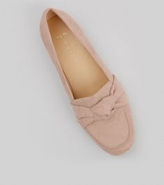 Step up your footwear game and treat your feet our collection of shoes for women. With free delivery options available, shop your favourites at New Look. Formal Shoes, Casual Shoes, Shoe Gallery, Mens Trainers, Chanel Ballet Flats, New Look, Men's Shoes, Latest Trends, Footwear