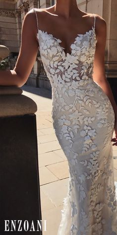 Fall in love with Talk about details in every stitch for one romantic bridal style! Fall in love with Talk about details in every stitch for one romantic bridal style! Dream Wedding Dresses, Bridal Dresses, Wedding Gowns, Prom Dresses, Formal Dresses, Ivory Wedding, Fall Wedding, Floral Wedding, Wedding Venues