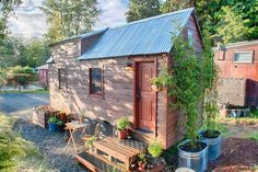 "House in Everett, United States. Together with my wife, Malissa, we built The Tiny Tack House 5 yr. ago and have enjoyed living tiny so much that we want to open up the opportunity for others to ""Try on Tiny"" before deciding to do it themselves. Welcome to tiny, now enjoy your st..."