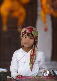 Young Uyghur Girl At Food Stall, Keriya, Old Town, Xinjiang Uyghur Autonomous Region, China | Flickr: Intercambio de fotos