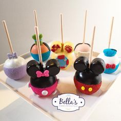 Mickey Mouse Clubhouse Apples! #mmch #mmchapples #candyapples… Cake Pops Mickey Mouse, Bolo Da Minnie Mouse, Disney Cake Pops, Mickey Mouse Treats, Mickey E Minie, Mickey Mouse Clubhouse Birthday Party, Mickey Mouse Parties, Mickey Birthday, Mickey Party