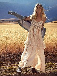 Boho chic bohemian boho style hippy hippie chic bohème vibe gypsy fashion indie folk the . Hippie Style, Hippie Bohemian, Gypsy Style, Boho Gypsy, Bohemian Style, Bohemian Fashion, Hippie Hair, White Bohemian, Ibiza Fashion