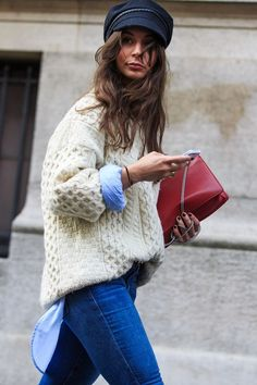 Love the entire outfit except for the bag; oversized fisherman sweater layered over button down, skinny jeans, LOVE the lieutenant/fiddler hat Outfits With Hats, Cool Outfits, Casual Outfits, Style Casual, Preppy Style, Fashion Week, Look Fashion, Fashion Styles, Tomboy Fashion