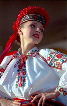 Hot fun in the summertime Ukrainian Dress, Ukrainian Art, Folk Fashion, Ethnic Fashion, Ukraine, Folk Costume, Costumes, Beautiful People, Beautiful Women