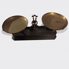 balances anciennes avec plateaux et poids balance ancienne pinterest. Black Bedroom Furniture Sets. Home Design Ideas