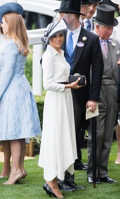 The Duchess of Sussex looked beautiful in a simple Givenchy shirt dress, which she paired with all black accessories - pumps, a clutch and a belt. Photo: © Samir Hussein/Samir Hussein/WireImage