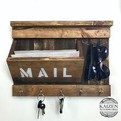 #entrywayorganizer #mailholder #keyholder #woodworking #palletdecor