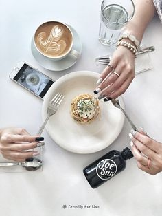 Marble nail art is the way to go. It's the subtle girl's answer to statement prints. Less obvious but eye-grabbing. We've nailed it! Nail: Marble style Meal: Poached Egg Carbonara Spaghetti, Latte  #DressUpYourNails #Manicure #Cafe #Nail #Nailart #notd #OnTheTableProject #FlatLay #Lifestyle #KotaKinabalu #Maniquremy #Spaghetti #Latte