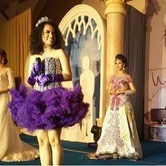 Fashion show dg diiringi lantunan merdu penyanyi ibukota @wizzyofficial_. Kebaya Venza dg sentuhan estetik perias kondang @velianaliman.  #kebaya #modelkebaya #desainkebaya #kebayabordirpayet #kebayabordir #butikkebayasidoarjo #penjahitkebayasidoarjo #kebayagaun