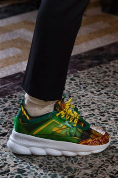 Versace Fall 2018 Men's Fashion Show Details. All the Fall 2018 Menswear fashion shows… - Versace Sneakers, Sneakers Fashion, Fashion Shoes, Fashion Accessories, Ck Fashion, Mens Fashion, Versace Chain, Man Dressing Style, Men Style Tips