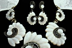 Art Deco necklace set, gatsby neckace set, 1920s roaring 20s Swirl White Acrylic Crystal Statement OOAK great gatsby wedding set, gatsby accessories, gatsby party , gatsby dress  From my Diva Collection SIZZLING HOT OF THE RUNWAY High Fashion Glam.  DESIGNER INSPIRED QUALITY Art Deco 1920s style necklace earring set.  Stunning Detail!!!!!!!  OFF WHITE- faux milk glass swirling floral pattern stations enhanced with smoke blue grey swarovski crystals gorgeously set in a bold antique gold…
