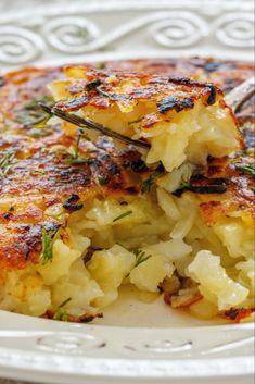 Se trata de unas tortas redondas elaboradas con patata rallada muy típicas de Suiza, perfectas acompañar platos de carne. También pueden disfrutarse como parte de un desayuno y su receta es sencillísima. ¡Te lo demostramos!