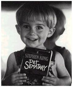 "Too Much Horror Fiction: Pet Sematary by Stephen King And Jesus Said Unto Lazarus, ""Hey-Ho, Let's Go"" Pet Sematary, People Reading, 17 Kpop, Stephen King Movies, Steven King, Mary Lambert, Movies And Series, Best Horrors, After Life"