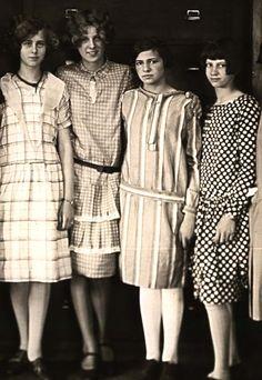 Long dress 1920s organized