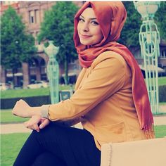 Cute and simple orange #hijab -- Love the pairing of colors in this outfit…