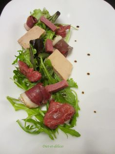 Salade périgourdine : Diet & Délices - Recettes dietétiques Good Food, Yummy Food, Bon Appetit, Food Videos, Tapas, Food And Drink, Snacks, Cooking, Menu Design