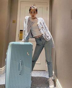 Blackpink Fashion, Korean Fashion, Fashion Outfits, Korean Airport Fashion, Blackpink Jennie, Style Outfits, Casual Outfits, Wallpaper Rose, Kpop Mode