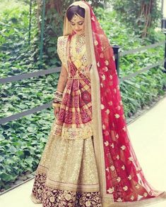25 Tips All Brides-To-Be Must Keep In Mind For Taking The Best Bridal Shots bride wearing gharchola dupatta with gold long rabari haar Wedding Lehnga, Indian Wedding Gowns, Indian Bridal Lehenga, Indian Bridal Outfits, Indian Bridal Fashion, Indian Bridal Wear, Indian Designer Outfits, Indian Dresses, Bridal Dresses
