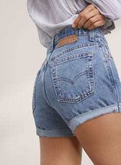 Levis Vintage Boyfriend Rolled Shorts The post Levis Vintage Boyfriend Rolled Shorts appeared first Fast Fashion, Look Fashion, Fashion Outfits, Womens Fashion, Fashion Trends, Look Retro, Neue Outfits, Outfit Trends, Inspiration Mode