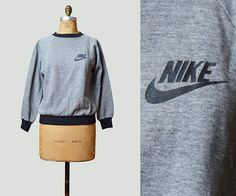 Vintage 80s NIKE Shirt Sweatshirt / 1980s Tee Graphic T shirt Retro Tee Heather Gray Black RARE
