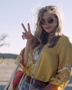 "Still from the film ""Ingrid Goes West"" (2017) ✌️☀️ #elizabetholsen #lizzieolsen #ingridgoeswest"