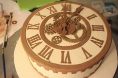 Торт-часы. А также торт-купол, несколько свадебных и торты с туфлями